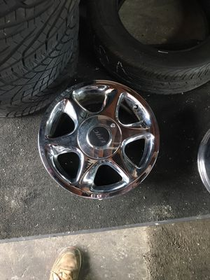 16 inch chrome universal rims GREAT CONDITION for Sale in Westlake, OH