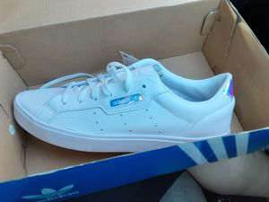 Adidas Sleek Sneakers 9 womens for Sale in Austin, TX