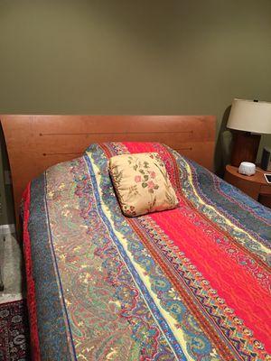 Bedroom set with desk for Sale in LUTHVLE TIMON, MD