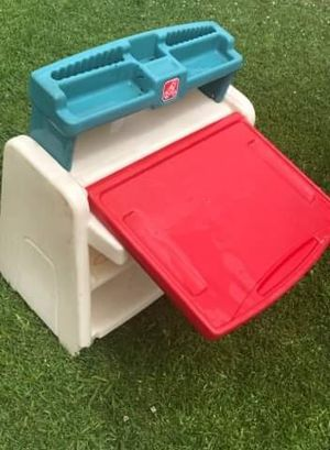 kids desk white board FIRM PRICE NO DELIVERY CASH OR TRADE FOR BABY FORMULA for Sale in Los Angeles, CA