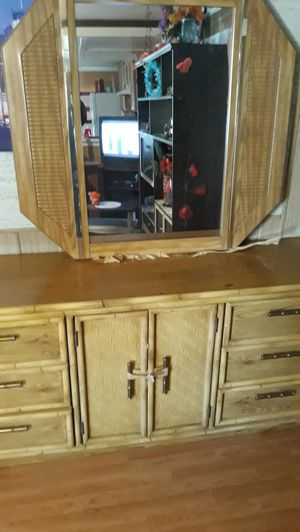 Dresser with mirror for Sale in Madera, CA