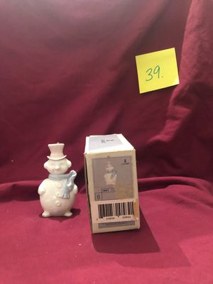 Lladro collectible porcelain figurine #5841 Snowman mint condition with original box. for Sale in Lavonia, GA