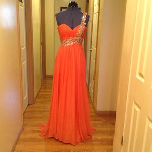 Night Moves Prom Dress Size 4 for Sale in Bensalem, PA
