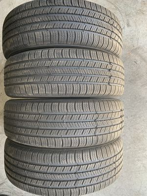 Set of tires Goodyear 225/65/17 like new for Sale in Holly Springs, NC