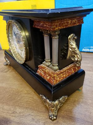 Antique Mantel clock for Sale in St. Louis, MO