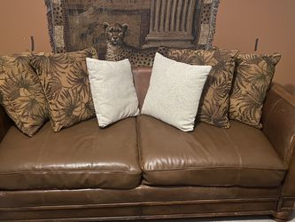 Leather Couch for Sale in Lithonia,  GA