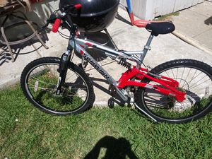 Schwinn mountain bike excellent condition disc brake front dual suspension ready to ride or trade or best offer for Sale in Santa Ana, CA