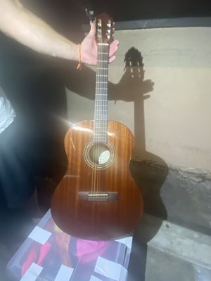 BEAUTIFUL USED ACOUSTIC GUITAR FOR SALE for Sale in West Hollywood, CA