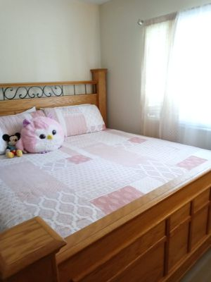 KING BEDROOM SET ...LIKE NEW NO LOW BALLERS for Sale in West Palm Beach, FL