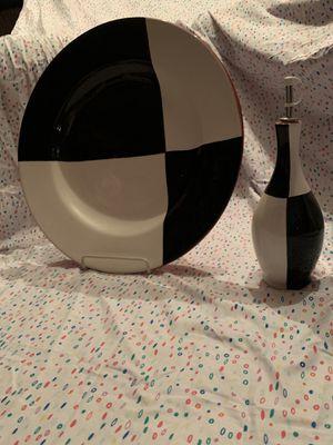 Black & White Plate & Vase for Sale in Tustin, CA