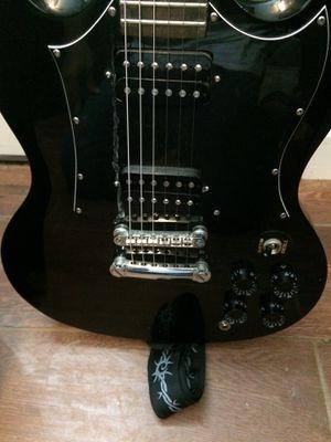 Guitarra epiphone mui buenas condiciones 165 o mejor oferta bocina especial para efectos de sonido cables y capó incluido for Sale in Beaumont, TX