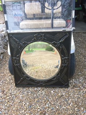 Nice round Mirror and decorative frame about 3' x 3' $40 for Sale in Varna, IL