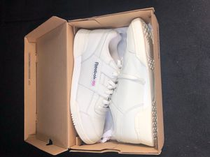 All white Reebok classic (GENTLY USED) for Sale in Raleigh, NC