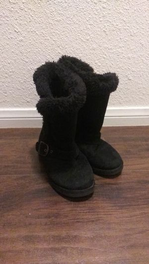 $5 size 1 girls boots pickup90802 long beach for Sale in Long Beach, CA