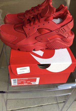 Nike Huarache (new in box) for Sale in Dallas, TX