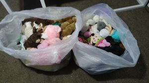 Free stuffed animals for Sale in Redford Charter Township, MI