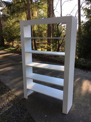 White rustic Bookcase for Sale in Gig Harbor, WA