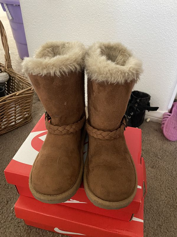 Little girl Children's Place fur boots