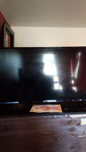Roku smart tv 40 inch for Sale in Lakewood, WA