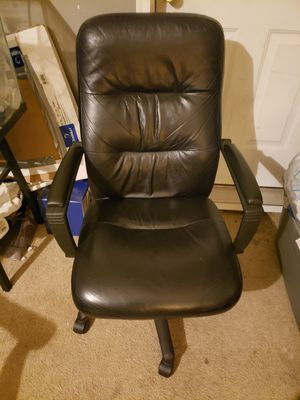 Black leather desk chair for Sale in Columbia, SC