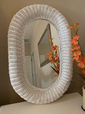 "White wicker mirror 29"" x 20"" for Sale in Heathrow, FL"