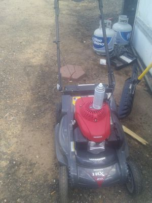 Honda mower runs great starts first pool for Sale in Denver, CO