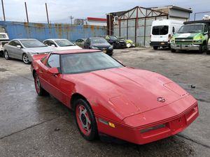 1984 Chevy corvette 5 speed.... 350 motor , runs strong, needs some tlc , paint faded , targa top , for Sale in Brooklyn, NY