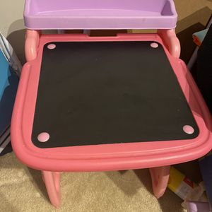 Toddler Crayola Desk w/Stool for Sale in Jessup, MD