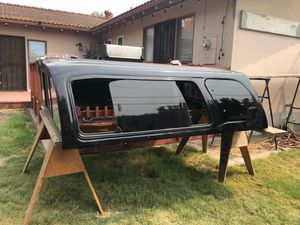 Metal SAMMITR Camper Shell ( fits GMC/Sierra 1500) for Sale in Tracy, CA