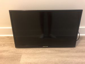 32 inch TV with wall mount for Sale in Tampa, FL
