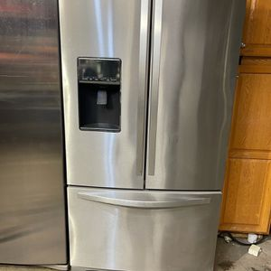 Whirlpool Stainless Steel Refrigerator for Sale in Redlands, CA