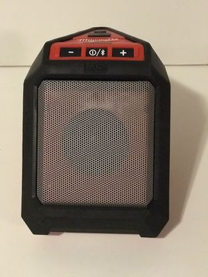 MILWAUKEE M12 CORDLESS BLUETOOTH SPEAKER NO BATTERY OR CHARGER INCLUDED TOOL ONLY SOLO LA HERRAMIENTA for Sale in San Bernardino, CA