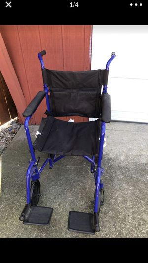 Light weight wheelchair, like new, 300lbs capacity for Sale in Chicago, IL