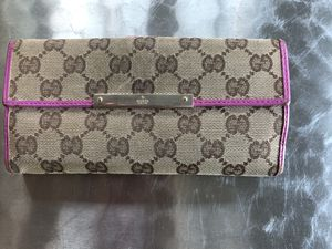 Gucci monogram wallet with pink leather detail for Sale in Fairfield, CT