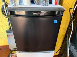 Mini fridge. for Sale in CA, US
