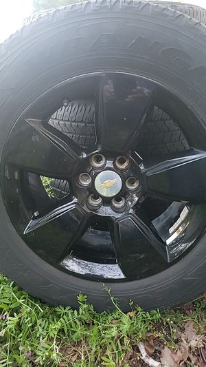 Good year tires and rims 265 60R 18 for Sale in Chesapeake, VA