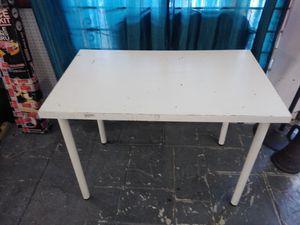 White Ikea desk for Sale in Tampa, FL