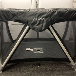 Nuna Pack And Play + Changing Table Attachment for Sale in Phoenixville, PA