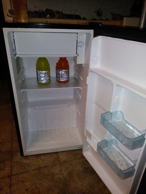 Avanti refrigerator for Sale in Pompano Beach, FL