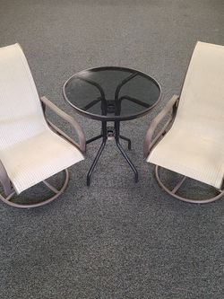 Couple Of Patio Chairs And A Round table FREE for Sale in Seattle, WA