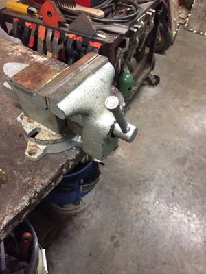 """4"""" Swivel Base Bench Vise. for Sale in Puyallup, WA"""