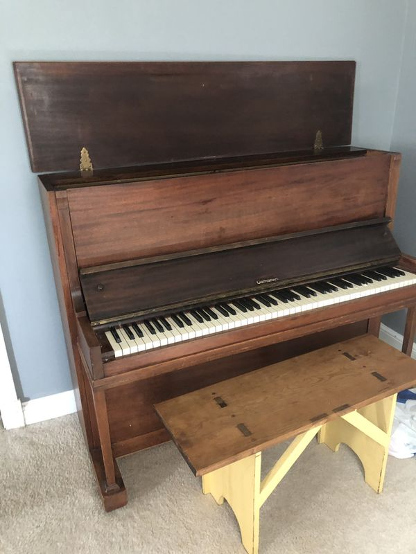 Classic Piano in good condition ( Must Pick up)