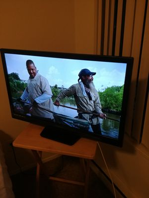 32 inch hd tv w/ remote for Sale in Bellevue, WA