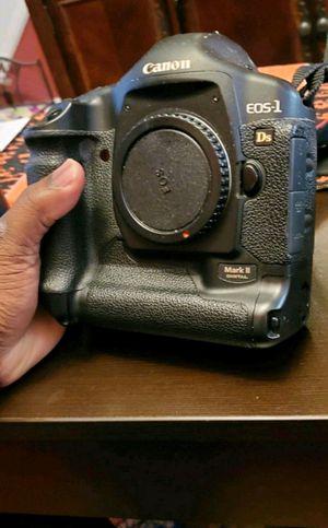 Canon 1Ds Mark ii DSLR Full Frame Camera for Sale in Philadelphia, PA