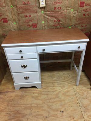 Nice hardwood Knee Hole Desk,Dovetail,measurements in pictures for Sale in Waynesboro, VA