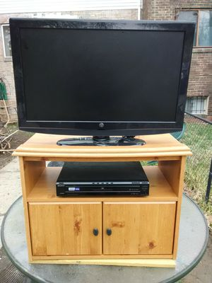 Westinghouse 32 inch LCD TV with 2 HDMI ports and Sony 5 discs DVD player with stand for Sale in Washington, DC