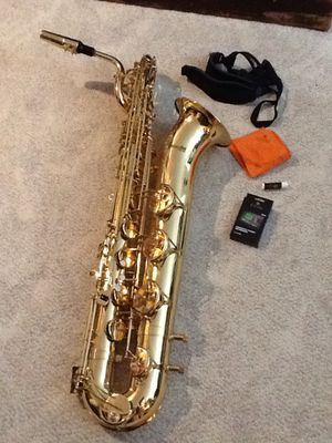 Mendini MBS-30L-92D Baritone sax with carrying case for Sale in Dover, PA