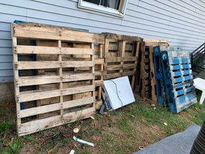 Free pallets for Sale in Monroe Township, NJ