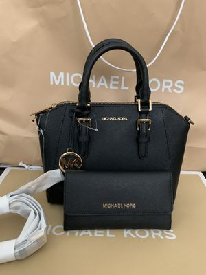 Brand new!!! 💯Real !!! Michael kors Ciara medium messenger purse comes with the shoulder strap and matching wallet for Sale in Pomona, CA