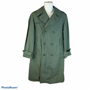 Military trench coat size 36r for Sale in Surgoinsville, TN